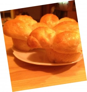 Garlic Cloverleaf Dinner Rolls (Bread Machine)